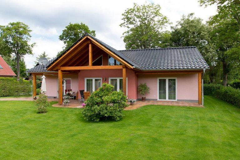 Einfamilienhaus mit Eingangsüberdachung