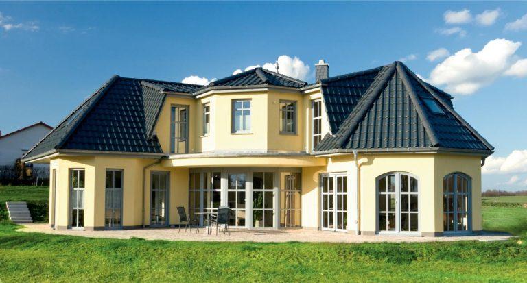 Einfamilienhaus mit zwei Flügeln