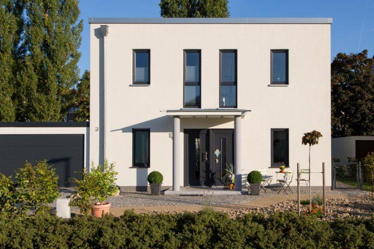 Kubus Haus mit Garage